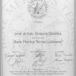"Dyplom dla profesor Grażyny Ginalskiej ""Bene Meritus Terrae Lublinensi"""